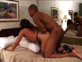 पत्नी एक होटल में गड़बड़