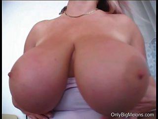 लौरा Orsolya बड़े स्तन नाटक