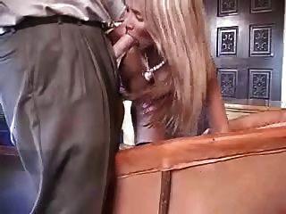 डिक के साथ खेल सेक्सी शौकिया पत्नी