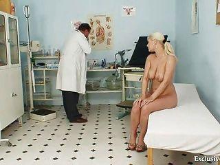 गांठदार क्लीनिक में संचिका एलेक्सा बोल्ड gyno परीक्षा और स्तन बंधन