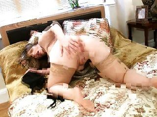 सुपर Busty milf उसे भारी स्तन भी आनंद मिलता है