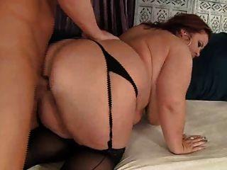 लिन बड़े स्तन और बड़ा पेट