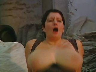 अच्छा माँ और उसकी विशाल बड़े स्तन