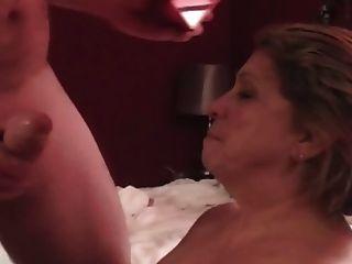 परिपक्व बड़े स्तन रानी मरती मुर्गा चूसने प्यार करता है