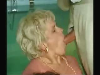 दादी और लड़का सेक्स