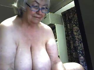 एक सुंदर फैट दादी squirts