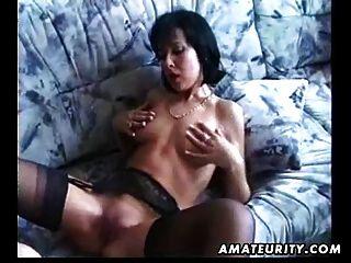 शौकिया प्रेमिका बेकार है और चेहरे cumshot के साथ fucks