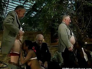 पुराने सफेद पुरुषों काली लड़कियों बकवास