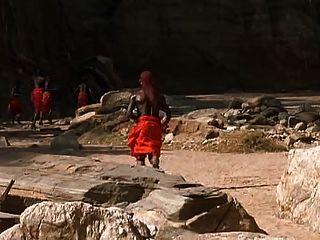 सफेद औरत और अफ्रीकी योद्धा रोमांस