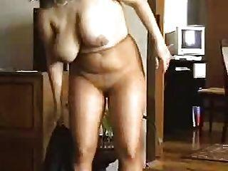 Pantyhose में परिपक्व नृत्य