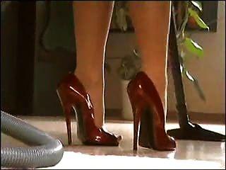 पैर और ऊँची एड़ी के जूते बुत