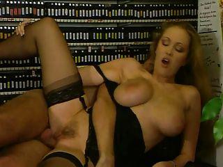सेक्स की दुकान में दिन सपने देखने