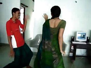 सेक्सी दक्षिण भारतीय गर्म गधा नृत्य