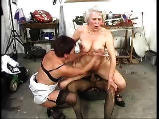 दो बालों पुराने Grannys एक मुर्गा के साथ मज़ा है