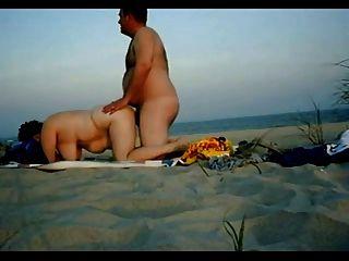 मोटा जोड़े को समुद्र तट पर यौन संबंध