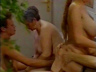 गर्म बड़े titted लड़की anally गड़बड़ 2 (satanika द्वारा)