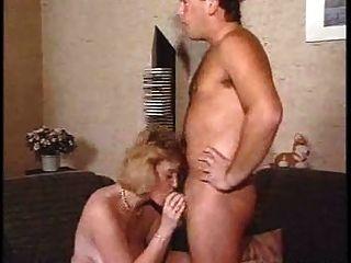 युवा आदमी द्वारा परिपक्व सेक्स 1 बनाना
