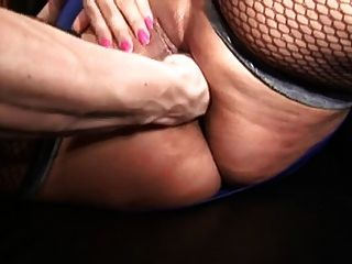 मोजा Fucks में बड़े स्तन के साथ मोटा औरत को
