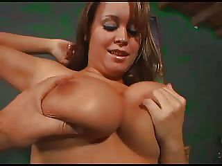 पुरुष कभी funbags सर्वश्रेष्ठ स्तन 36 DDD के साथ खेलता है