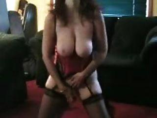 गर्म बड़े स्तन के साथ परिपक्व ..