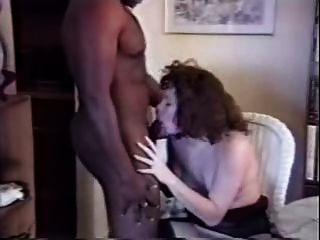 सफेद पत्नी घर पर काले बैल fucks