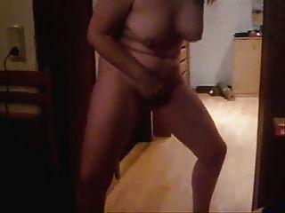 परिपक्व पत्नी खड़े हस्तमैथुन।घर बनाया वीडियो
