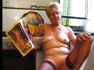 मोजा part1 में दादी Masturbating
