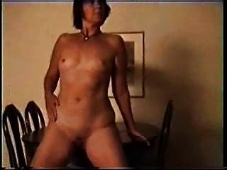 परिपक्व शौकिया गृहिणी शो स्तन और निजी टेप पर योनि