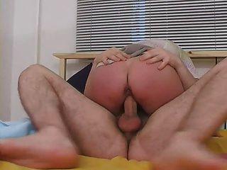 गांठदार गोरा परिपक्व