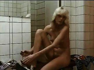 बालों लड़कियों शॉवर में