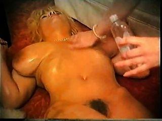 जरूरत में बड़े स्तन ... F70
