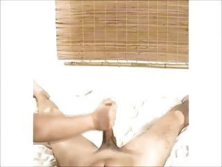 गर्म प्राकृतिक बड़े स्तन लड़की घर पर गड़बड़