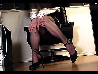 डेस्क दृश्यरतिक कैम हस्तमैथुन के तहत लंबे पैरों सचिव