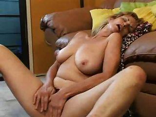 परिपक्व महिला Masturbating