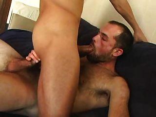 पतली मर्दाना सेक्स (मिठाई चुंबन के साथ)