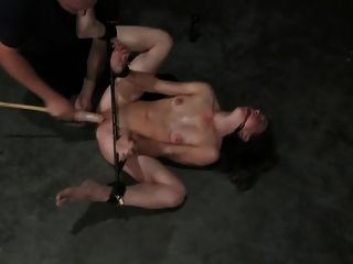 spanked बाध्य और डिल्डो गड़बड़