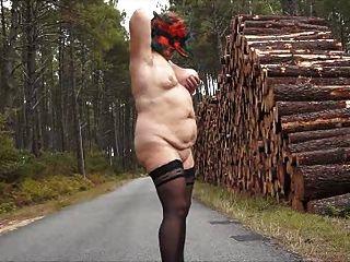 ब्रेंडा - सड़क पर नग्न