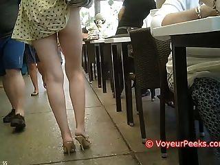 पोशाक उसके पर्स पर पकड़ा गया - गर्म गधा जनता में उजागर!