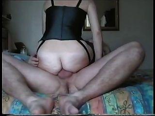 पत्नी उसके गुदा चेरी देता है