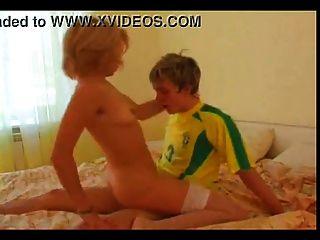 युवा लड़के के साथ सौंदर्य milf गोरा