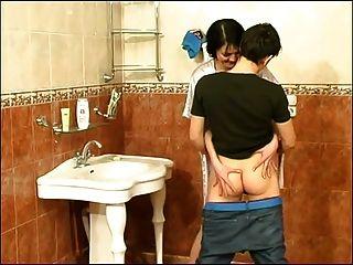 पुरुष बाथरूम पर परिपक्व महिला बकवास कौन है वह