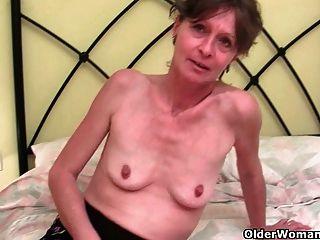 बालों दादी Vikki उसके प्यारे छेद उँगलियों हो जाता है