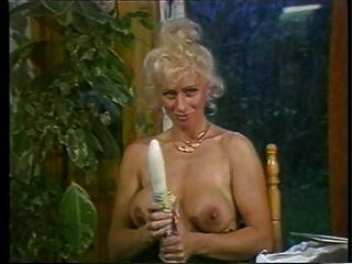 लिन आर्मिटेज - बात कर रही है और उसे योनी के साथ खेल रहा है