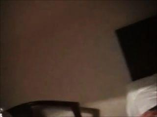 कामुक बीबीडब्ल्यू पूर्व प्रेमिका एक होटल के कमरे में हस्तमैथुन