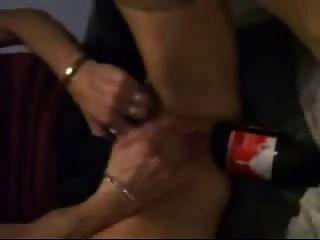 कोका कोला की बोतल बहुत उसे गधे मुट्ठी करने के लिए अच्छा है
