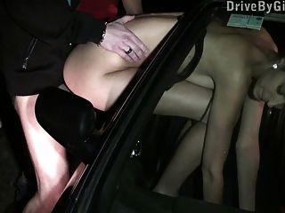 बड़े स्तन सार्वजनिक गैंगबैंग भाग 3 के साथ किशोर