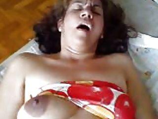 वह बिस्तर पर एक फूहड़ पत्नी है