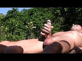 समुद्र तट पर समलैंगिक henndrik झूठ एकल सह मरोड़ते