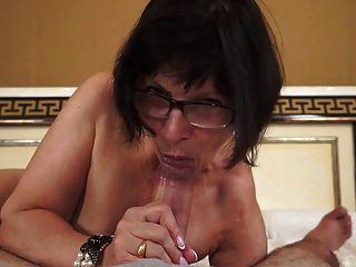 गर्म दादी युवा लंड प्यार करता है