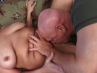 गोरा बीबीडब्ल्यू गड़बड़ हो जाता है और स्तन सह में शामिल